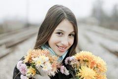 Mooi meisje met bloemen Royalty-vrije Stock Foto
