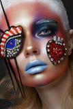 Mooi meisje met creatieve samenstelling in pop-artstijl Het Gezicht van de schoonheid stock foto's