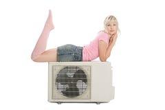 Mooi meisje met de airconditioner royalty-vrije stock afbeelding