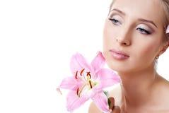 Mooi meisje met een bloemlelie Stock Afbeeldingen