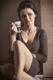Mooi meisje met een kop thee of een koffie Royalty-vrije Stock Fotografie