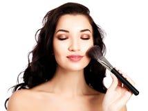 Mooi meisje met een make-upborstel Royalty-vrije Stock Foto
