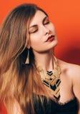 Mooi meisje met een spectaculaire samenstelling Royalty-vrije Stock Foto's