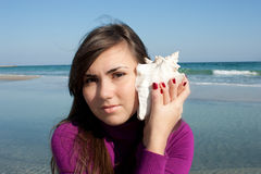 Mooi meisje met een zeeschelp Royalty-vrije Stock Foto's