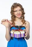 Mooi meisje met gift Stock Fotografie