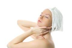 Mooi meisje met handdoek bij haar het hoofd dromen Stock Foto's
