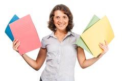 Mooi meisje met heel wat document omslagen Stock Afbeelding