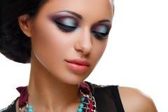 Mooi meisje met heldere levendige purpere en groene samenstelling royalty-vrije stock afbeeldingen