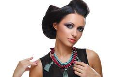 Mooi meisje met heldere levendige purpere en groene samenstelling royalty-vrije stock fotografie