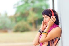 Mooi meisje met hoofdtelefoons Royalty-vrije Stock Fotografie