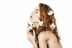 Mooi meisje met katoenen installatie Royalty-vrije Stock Foto