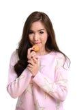 Mooi meisje met koekje stock fotografie