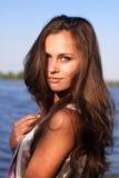 Mooi meisje met lang haar bij Royalty-vrije Stock Afbeeldingen