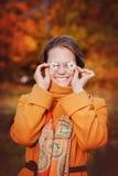 Mooi meisje met madeliefjes Stock Fotografie