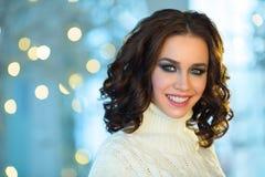 Mooi meisje met make-up op vakantie Stock Afbeeldingen