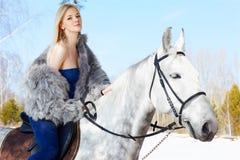 Mooi meisje met paard royalty-vrije stock foto's