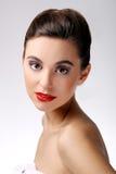 Mooi meisje met perfecte huid en rode lippenstift stock foto's