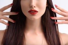 Mooi meisje met perfecte samenstelling en manicure royalty-vrije stock afbeelding