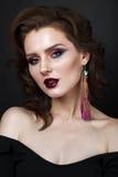 Mooi meisje met professionele kleurrijke make-up royalty-vrije stock foto