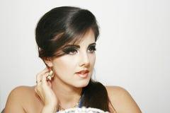 Mooi meisje met romantische, dramatische blik, blauwe intense make-up royalty-vrije stock foto's