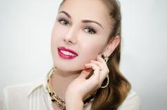 Mooi meisje met roze lippenstift Royalty-vrije Stock Afbeeldingen