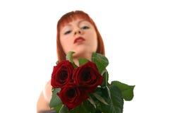 Mooi meisje met rozen Stock Afbeelding