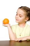 Mooi meisje met sinaasappel Royalty-vrije Stock Afbeelding