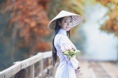 Mooi meisje met traditionele de cultuur van Vietnam, het Leven van Vietnamees stock afbeeldingen