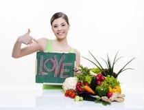 Mooi meisje met vruchten en groentengezonde voeding Stock Fotografie