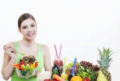 Mooi meisje met vruchten en groentengezonde voeding Stock Afbeeldingen