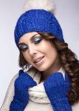 Mooi meisje met zachte make-up, krullen en glimlach Stock Afbeelding