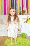 Mooi meisje n een studiodecoratie van de lentepasen Royalty-vrije Stock Foto