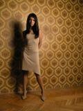 Mooi meisje op behang Royalty-vrije Stock Foto
