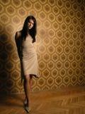 Mooi meisje op behang Royalty-vrije Stock Fotografie