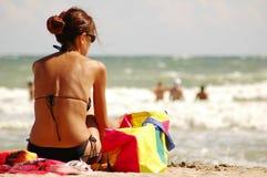 Mooi meisje op strand stock foto's