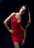 Mooi meisje in rode kleding royalty-vrije stock afbeeldingen