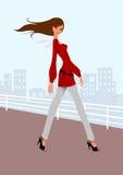 Mooi meisje in rode kleding binnen de stad in Stock Fotografie