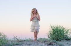 Mooi meisje in strand Stock Afbeelding