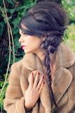 Mooi meisje in tuin Royalty-vrije Stock Foto's