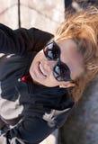 Mooi meisje in zonnebril Royalty-vrije Stock Afbeeldingen