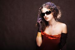 Mooi meisje in zonnebril Royalty-vrije Stock Afbeelding