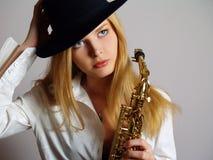 Mooi meisje in zwarte hoed Royalty-vrije Stock Foto's