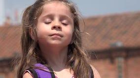 Mooi Meisjes Glimlachend Kind stock video