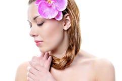 Mooi meisjesgezicht met gezonde huid Stock Afbeelding