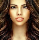 Mooi meisjesgezicht met perfecte schone huid stock foto