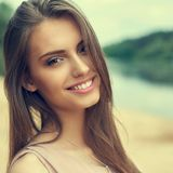 Mooi meisjesgezicht - sluit omhoog stock foto
