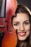 Mooi meisjesportret met fiddle Royalty-vrije Stock Foto's