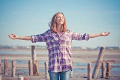 Mooi meisjesportret op de zomer openlucht Stock Afbeeldingen