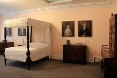 Mooi meubilair en portretten in één van vele ruimten, het Museum van de Baksteenopslag, Kennebunk, Maine, 2016 royalty-vrije stock foto's