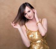 Mooi Model in Gouden Kleding Stock Foto